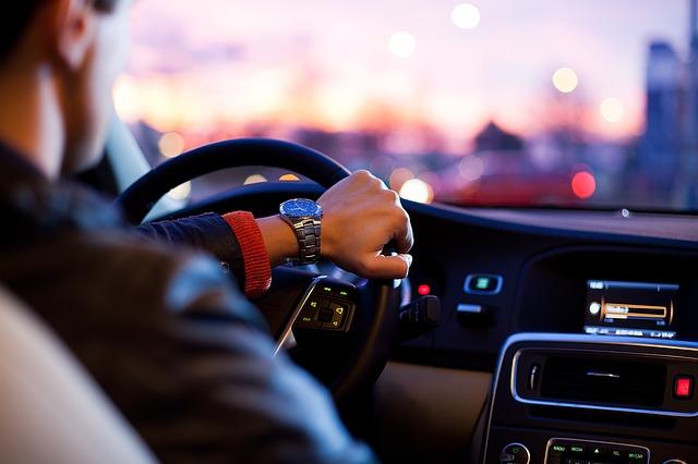 kondycja oleju samochod jazda 1 Jak styl jazdy wpływa na kondycję oleju w samochodzie?